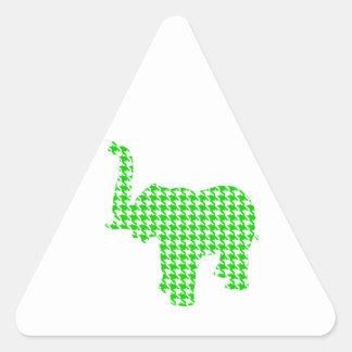 Elefante verde de Houndstooth Pegatina Triangular