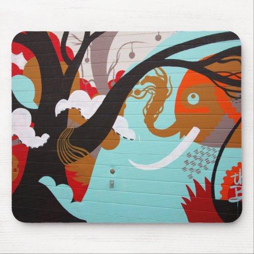 Elefante y árbol del arte abstracto alfombrilla de ratones