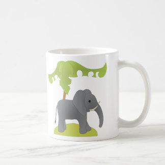Elefante y árbol taza