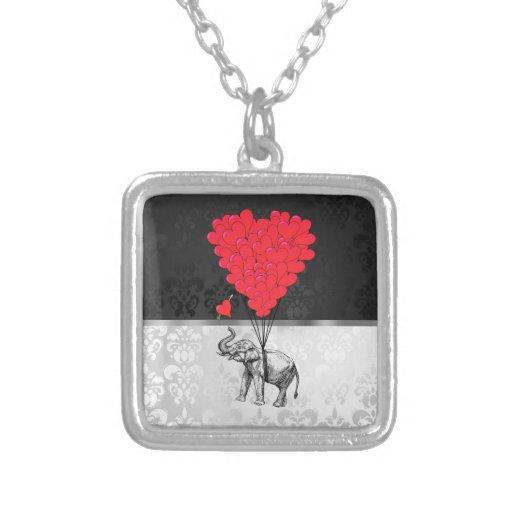 Elefante y corazón del amor colgante cuadrado