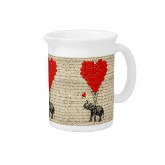 Elefante y globos en forma de corazón jarras de beber