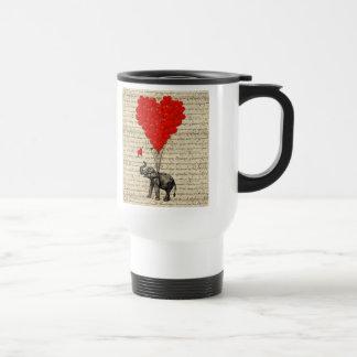 Elefante y globos en forma de corazón taza de viaje