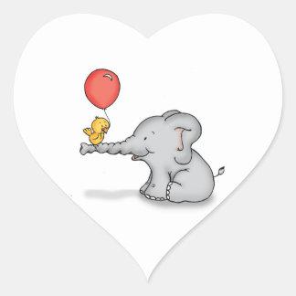 Elefante y pájaro pegatina en forma de corazón