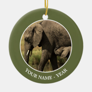 Elefantes africanos en la piscina de agua adorno navideño redondo de cerámica