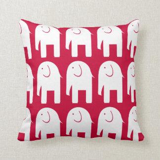 Elefantes blancos en rojo cojín decorativo