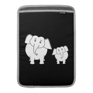 Elefantes blancos lindos en negro. Historieta Fundas Para Macbook Air