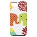 Elefantes bonitos en el amor que sostiene las flor iPhone 5 Case-Mate cobertura