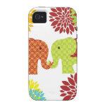 Elefantes bonitos en el amor que sostiene las flor iPhone 4 fundas