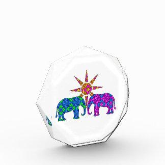 Elefantes coloridos caprichosos de Paisley en The