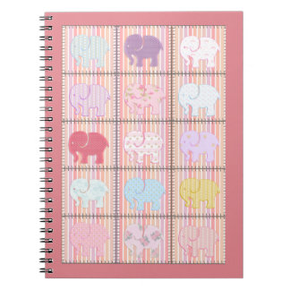 Elefantes coloridos del remiendo femenino lindo de libreta