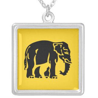 Elefantes de la precaución que cruzan el ⚠ grimpola