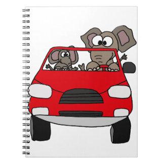 Elefantes divertidos en coche rojo libro de apuntes con espiral