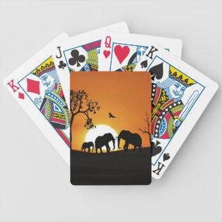 Elefantes en la puesta del sol barajas de cartas