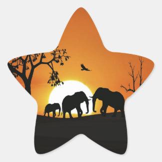 Elefantes en la puesta del sol pegatina en forma de estrella