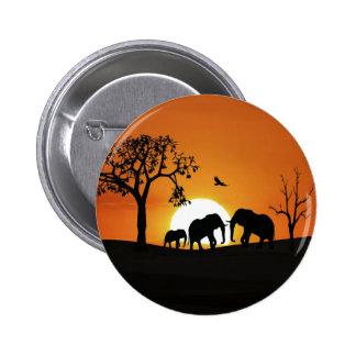 Elefantes en la puesta del sol pin redondo 5 cm