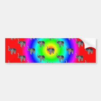 Elefantes en modelo de la explosión del arco iris etiqueta de parachoque
