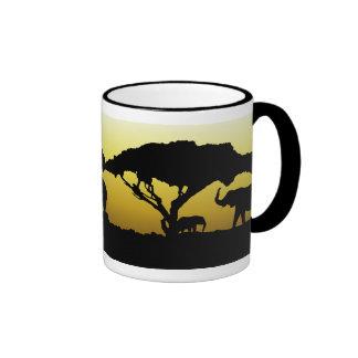 Elefantes en tazas de café de África