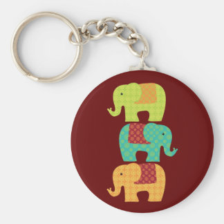 Elefantes étnicos con las flores en el rojo marrón llaveros