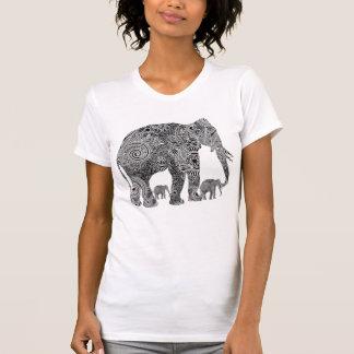 Elefantes florales adornados negros y blancos camiseta