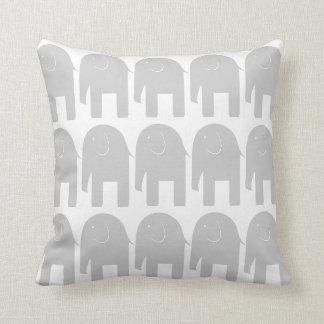Elefantes grises