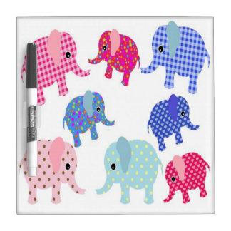 Elefantes lindos del bebé tableros blancos