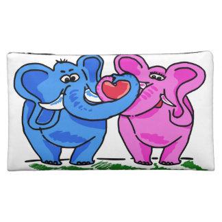 Elefantes lindos que llevan a cabo un corazón