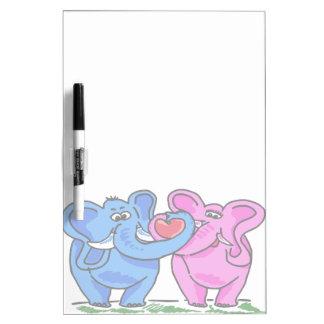 Elefantes lindos que llevan a cabo un corazón pizarra