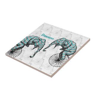 ¡Elefantes más las bicis YIKES igual! Azulejo Cuadrado Pequeño