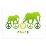 Elefantes que caminan en paz postal