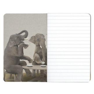 Elefantes que tienen la fiesta del té cuaderno