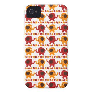 Elefantes rojos y anaranjados lindos que sostienen iPhone 4 protector