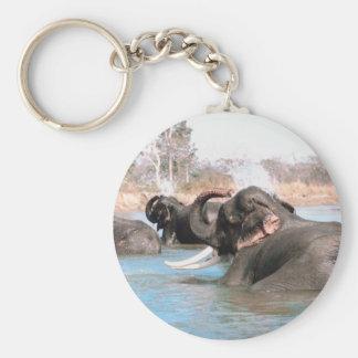 Elefantes sumergidos llavero redondo tipo pin