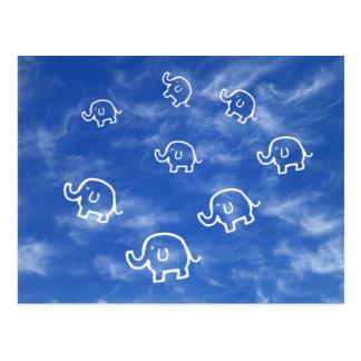 Elefantes Wispy de la nube Tarjeta Postal