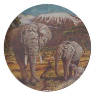 Elefantes y placa de Kilimanjaro Platos Para Fiestas