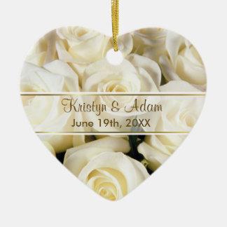 Elegancia del rosa blanco - personalizar adorno de cerámica en forma de corazón