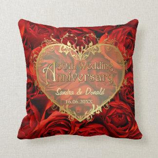 Elegancia del rosa rojo - 50.o aniversario de boda cojin