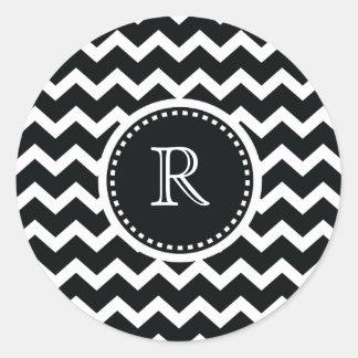 Elegancia retra del zigzag blanco y negro de Chevr Pegatina Redonda