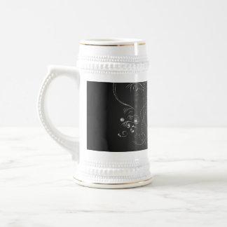 Elegant  clef with floral elements 18 oz beer stein