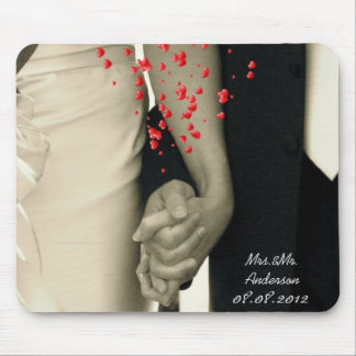 elegant hearts B&W vintage couple holding hands Mouse Pad