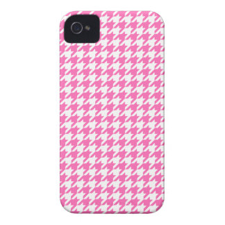 Elegant Hot Pink and White Houndstooth Design Blackberry Case