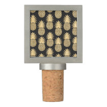 Elegant Tropical Black and Gold Pineapple Pattern Wine Stopper