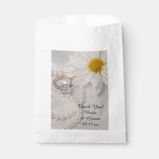 Elegant Wedding Gift Bags : Elegant White Daisy Wedding Thank You Favor Bag Zazzle