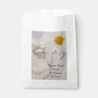 Elegant White Daisy Wedding Thank You Favor Bags