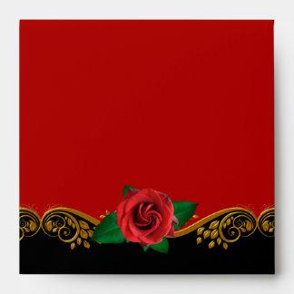 Elegante adornado del sobre del rosa rojo del oro