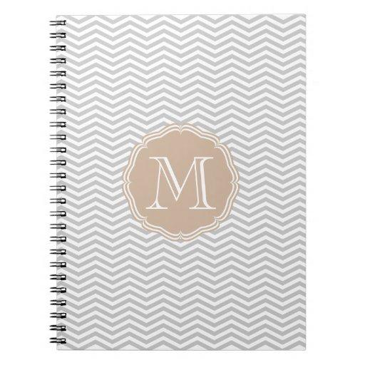 Elegante geometría de chevrón gris y monograma libros de apuntes con espiral