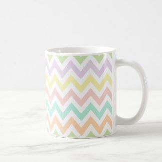 Elegante geometría de chevrón multicolor arco iris taza de café