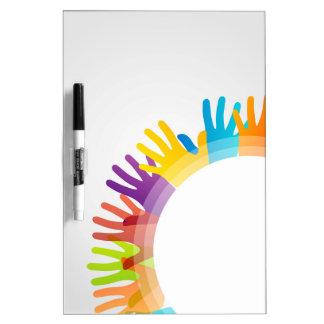Elemento del diseño con las manos coloridas tablero blanco