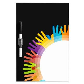 Elemento del diseño con las manos coloridas pizarras blancas