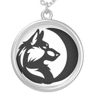 Elemento del lobo tribal - luna colgante redondo