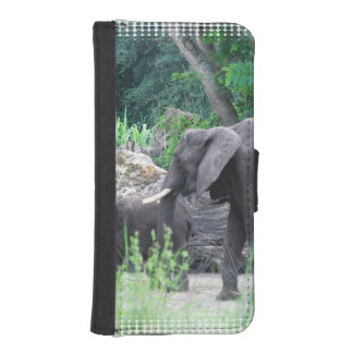 elephant-family-2 iPhone 5 wallet case
